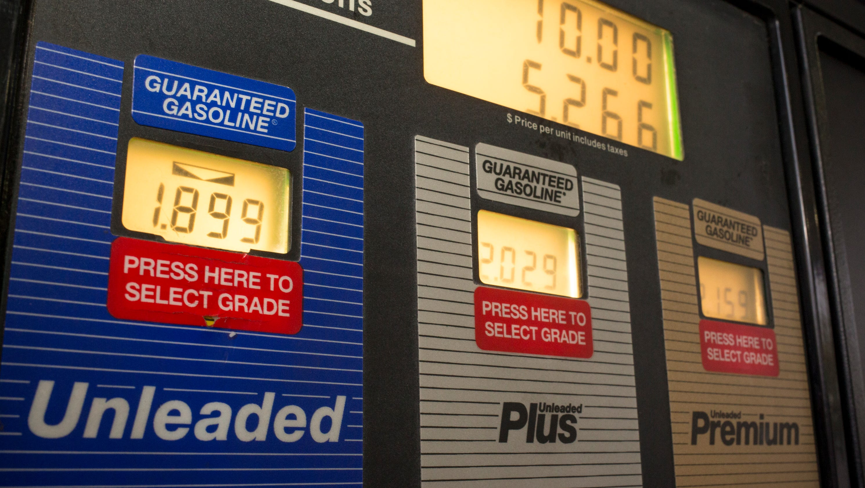 Arizona gas prices expected to stay low in 2015