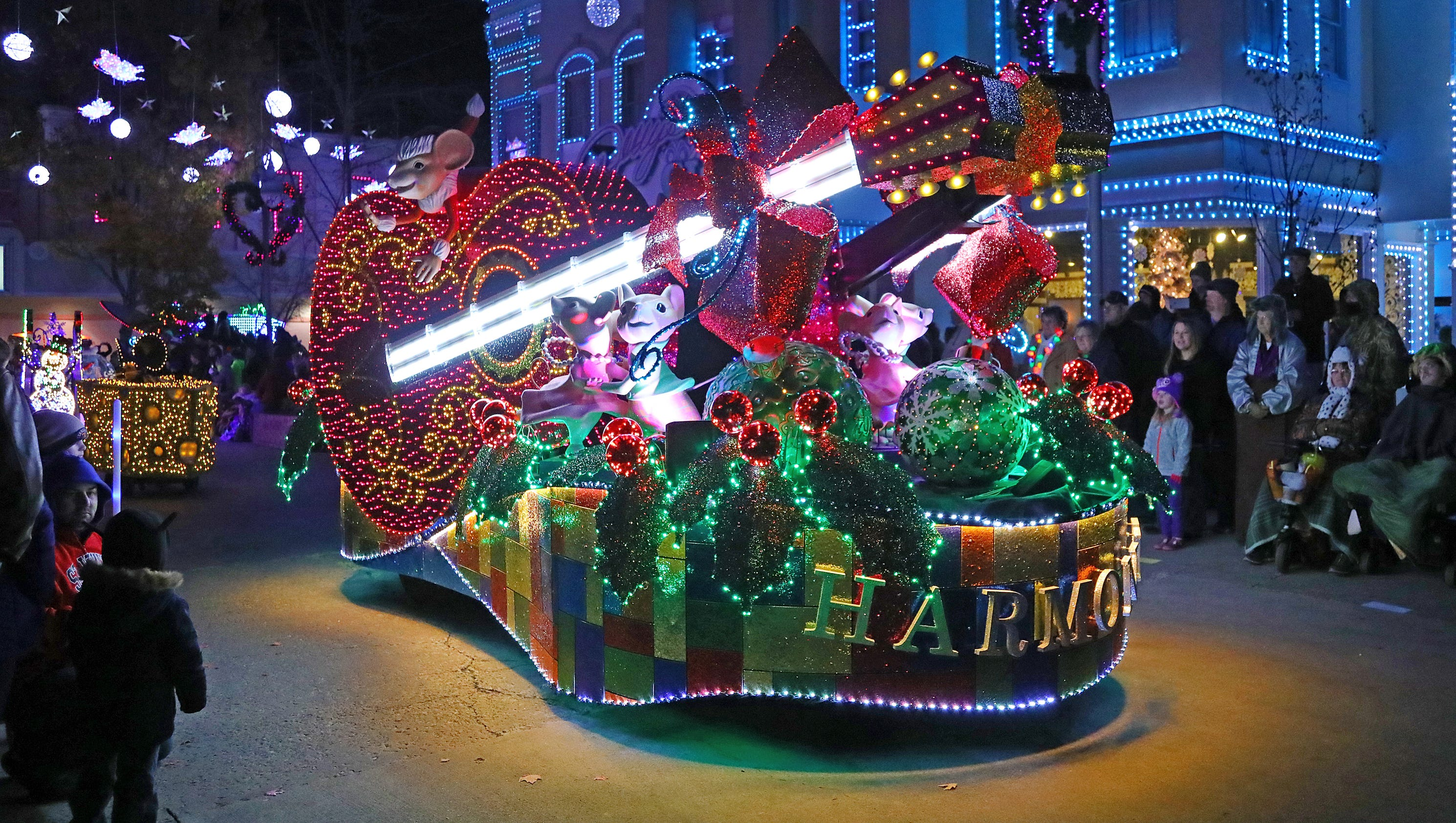 Dollywood goes all-out for a Smoky Mountain Christmas