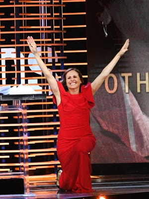 Molly Shannon ends her Spirit Awards acceptance speech with a familiar move.