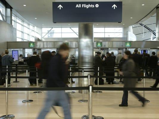 635878545349567629-airport-Travel-112603-allflights-sk.jpg