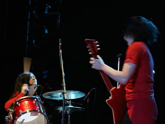 Jack and Meg White performing at Detroit's Masonic Temple in April 2003