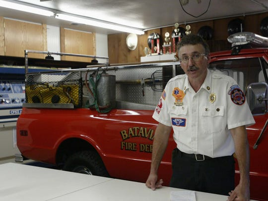 Former Batavia Fire Chief Dennis Schulz talks with