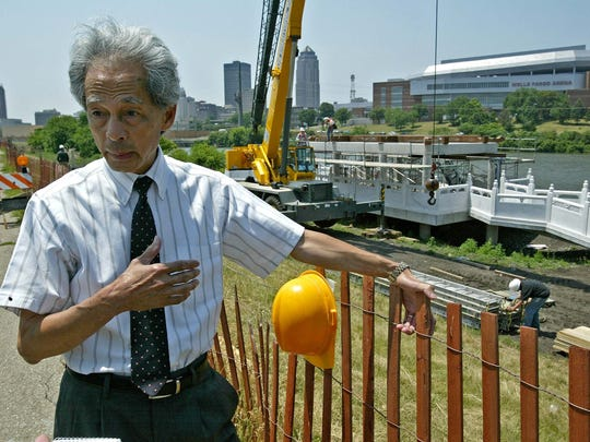 Paul Shao, president of Chinese Cultural Center of America, describes the Robert Ray Asian Gardens, near the Des Moines Botanical Center, Thursday, June 29, 2006.
