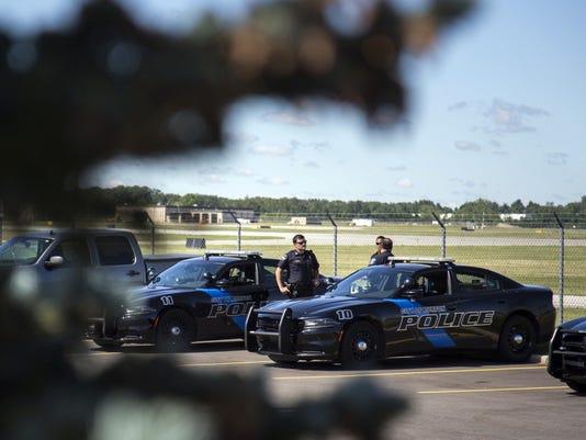 636336466611818772-AP-Officer-Injured-Airport-M-4-.jpg