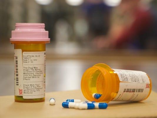 635806280621711268-drugs1