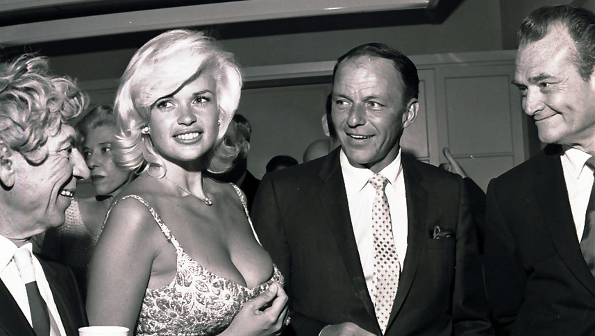 http://www.gannett-cdn.com/-mm-/b172c7e42118953bdd3beaf839cbb6aa3d9c21ba/c=0-197-857-681&r=x1128&c=2000x1125/local/-/media/PalmSprings/PalmSprings/2014/11/25/635525266743645046-Sinatra02.JPG