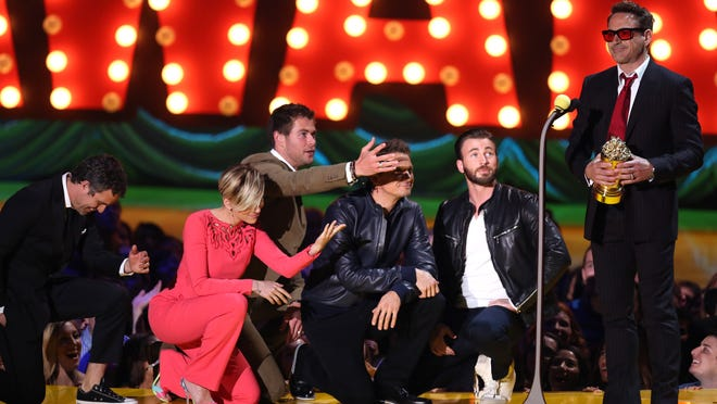 Mark Ruffalo, from left, Scarlett Johansson, Chris Hemsworth, Jeremy Renner, and Chris Evans present Robert Downey Jr. with the generation award at the MTV Movie Awards at the Nokia Theatre on Sunday, April 12, 2015, in Los Angeles. (Photo by Matt Sayles/Invision/AP) ORG XMIT: CACJ179