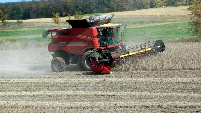 Wisconsin farmers finally got a good week of advantageous weather to chug through their harvests of soybeans and corn.