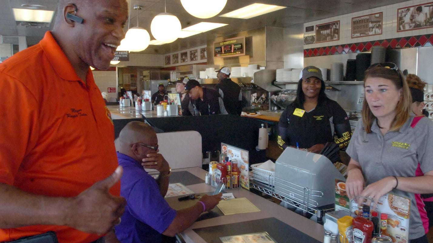 Waffle house opens its doors to opelousas for Is waffle house open on thanksgiving