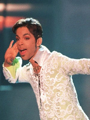 """Prince performs a medley of """"Take Me With U"""" and """"Raspberry Beret"""" in 2007 at the 4th annual VH1 Honors in Universal City, California."""