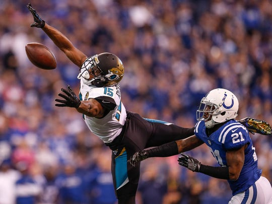 Indianapolis Colts cornerback Vontae Davis (21) defends
