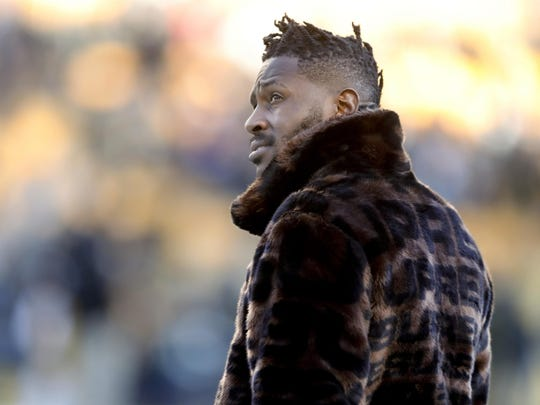 The Steelers are working to trade disgruntled receiver Antonio Brown.