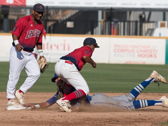 Veterans Memorial's JT Zepeda tags out Kerrville Tivy's