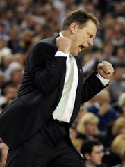 (RETONED, PLEASE ARCHIVE THIS PHOTO, NOT PREVIOUS TRANSMISSION)MSU head coach Tom Izzo celebrates a defensive stop against Connecticut   during their Final Four game April 4, 2009.  (photo by Rod Sanford)