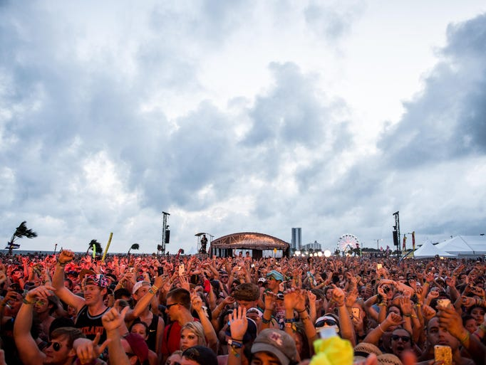 The second day of Hangout Festival 2015 took place