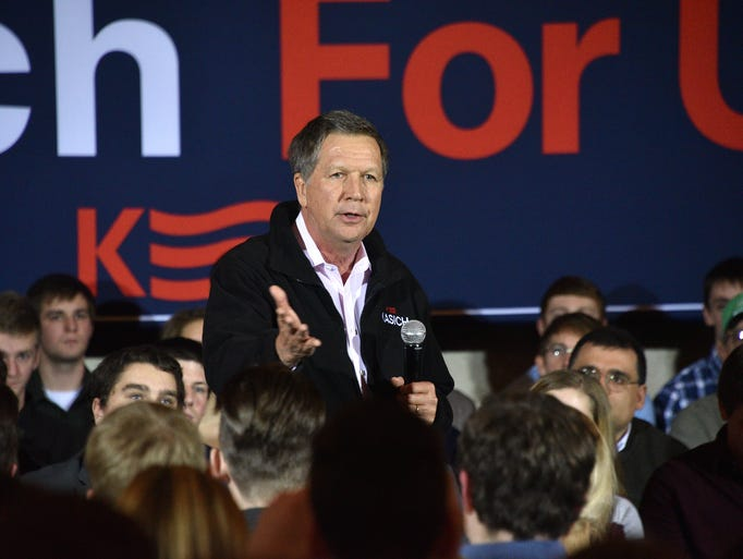 Ohio Gov. John Kasich campaigns at a town hall meeting