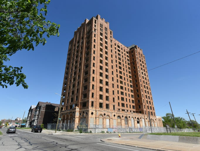 The vacant 15-story Lee Plaza Apartments at 2240 West