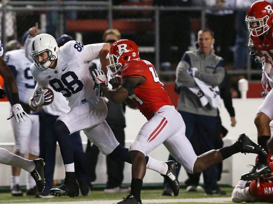 Penn State tight end Mike Gesicki (88) runs with the ball as Rutgers linebacker Tyreek Maddox-Williams (44) tries to run him out of bounds.
