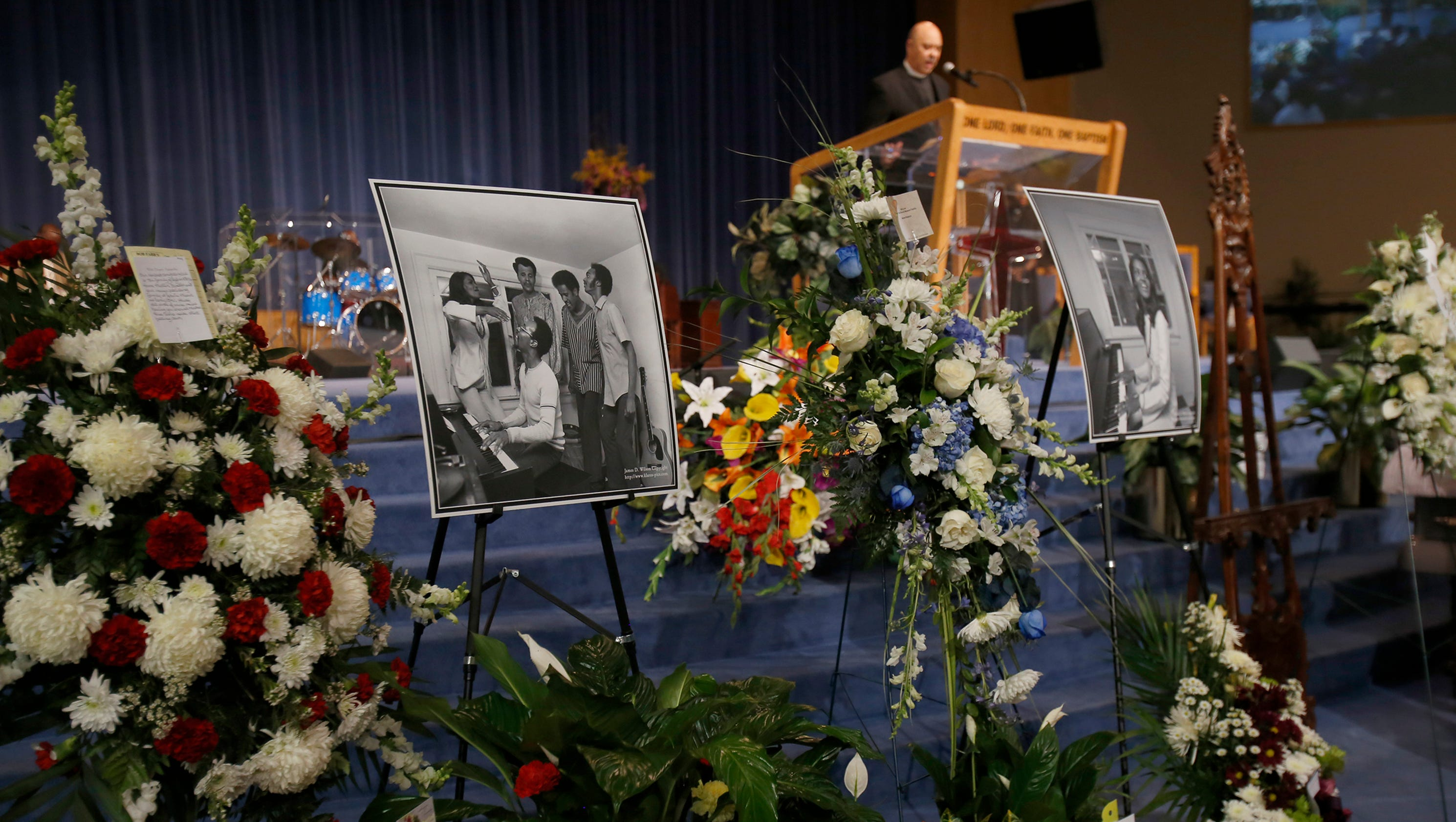 Motown greats pay tribute to sylvia moy at funeral izmirmasajfo Gallery
