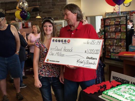 Sheboygan man wins lottery