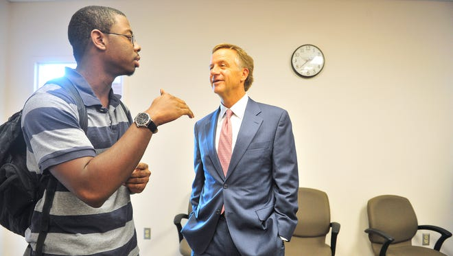 Governor Bill Haslam talks with Tennessee Promise student Kris Tugman on the first day of school and the actual beginning of Tennessee Promise on the Nashville State campus in Nashville, Tenn. August 24, 2015. Tugman thanked Gov. Haslam for helping him go to college.