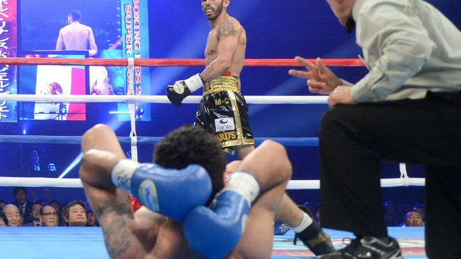 Jorge Linares, shown after knocking out Javier Prieto last year, stopped Ivan Cano in the fourth round Saturday in Caracas, Venezuela. (Photo: Naoki Fukuda)