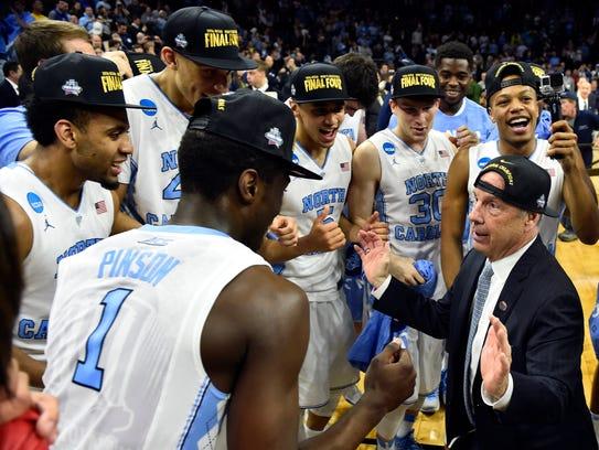North Carolina Tar Heels coach Roy Williams (center)