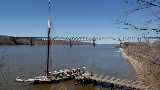 The Hudson River sloop Clearwater had an engine breakdown Monday with 26 school children aboard.