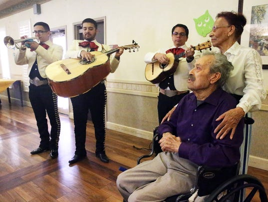 El Paso mariachi singer in Texas hospice care gets wish to sing with mariachi final time