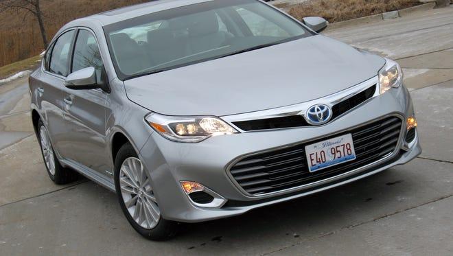 2015 Toyota Avalon Hybrid sedan