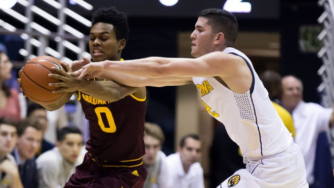 Jan 21, 2016: Arizona State Sun Devils guard Tra Holder (0) controls a pass against California Golden Bears guard Sam Singer (2) during the first half at Haas Pavilion.