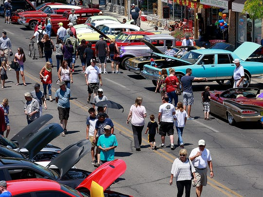 Car enthusiasts take in the Land of Enchantment Rod Run on Saturday on Main Street in Farmington.