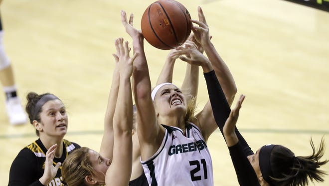 UWGB forward Jessica Lindstrom (21) is averaging 18.1 points and 12 rebounds in seven games this month.