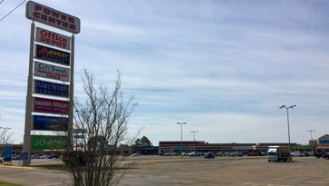 See where the bidding starts for one of Alexandria's largest shopping centers