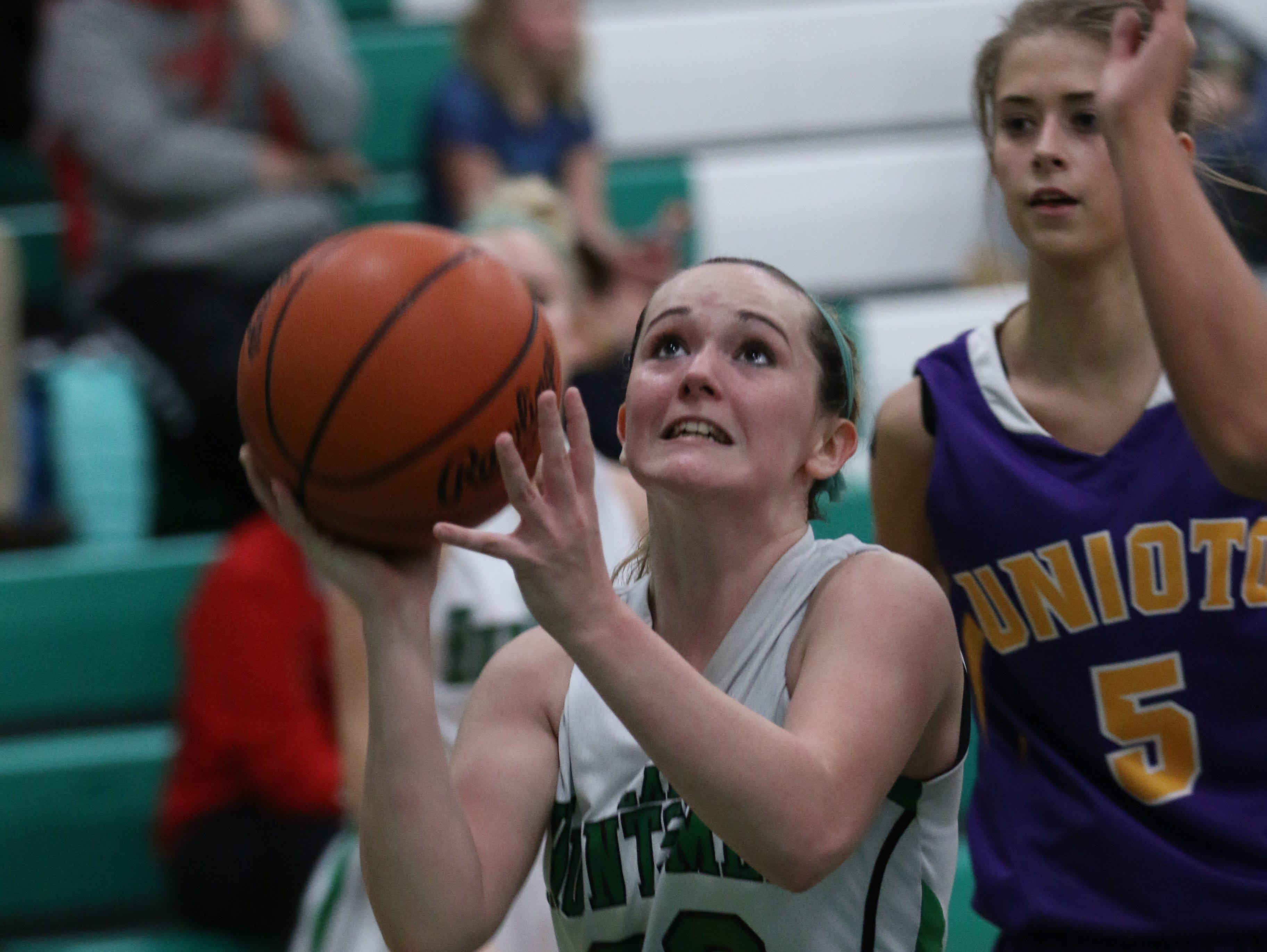 Huntington's Ariel Sams gets ready to shoot during Tuesday's game against Unioto. Sams scored her 1,000th career point in a 63-42 Huntsmen win.
