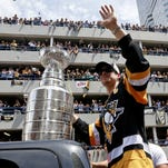 Big crowd turns out in Pittsburgh for Penguins' parade