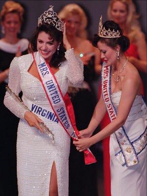 Mrs. Virginia, Laurett Ellsworth, left, is crowned the 1997 Mrs. United States by 1996 Mrs. United States Kim La Plante during the 1997 pageant in Las Vegas.