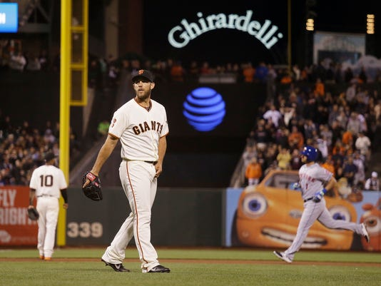 San Francisco Giants starting pitcher Madison Bumgarner walks near the mound after giving up a grand slam to New York Mets' Justin Ruggiano, right, during the fourth inning of a baseball game Thursday, Aug. 18, 2016, in San Francisco. (AP Photo/Eric Risberg)