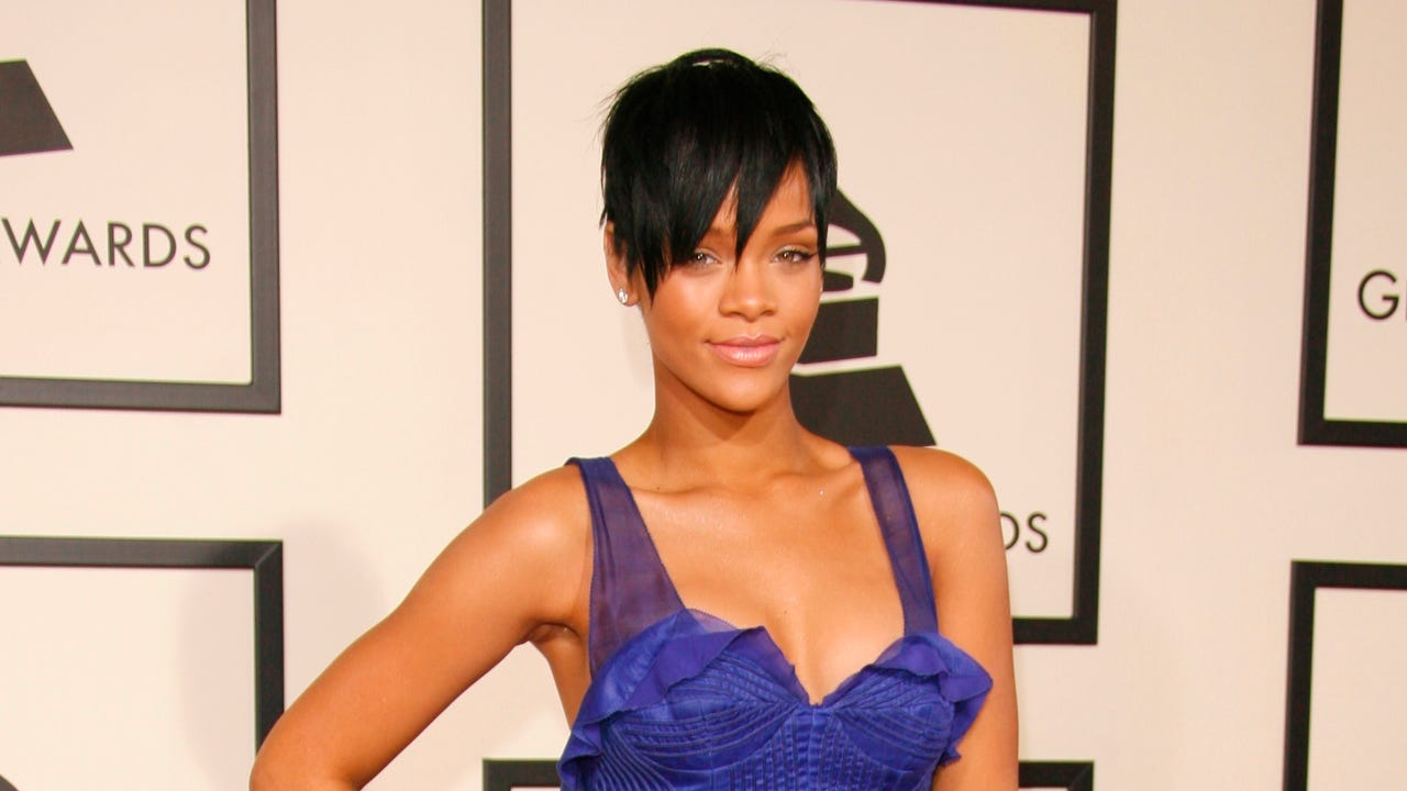 Rihanna is set to receive an award for her commitment to charity. The 29-year-old singer has been named Harvard University's 2017 Humanitarian of the Year.