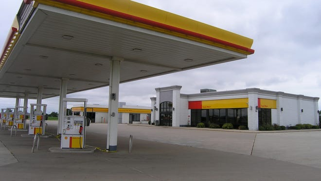 I-43 Business Center Shell, 840 S. Huron Road, Green Bay, is closed and soon will be converted to the metro area's eighth Kwik Trip convenience store and gas station.