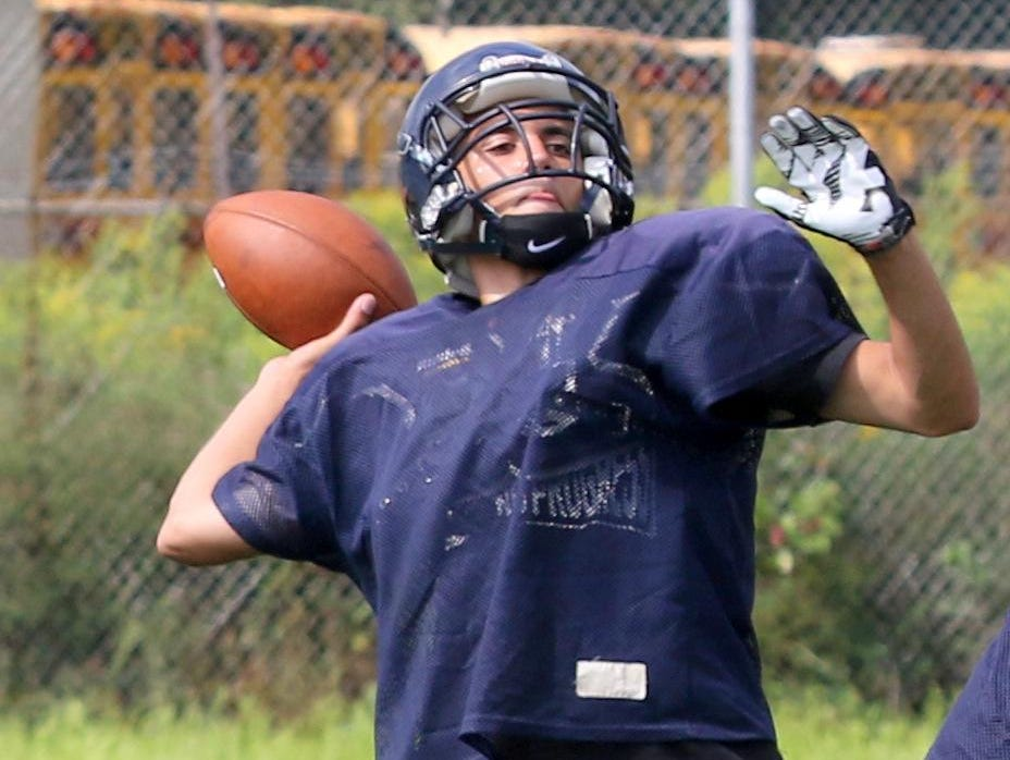 Tyler Jones of Notre Dame throws a pass during a recent practice.