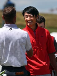Haoong Li of China manages to smile after rough third