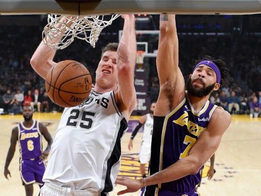 Spurs_Lakers_Basketball_72280.jpg