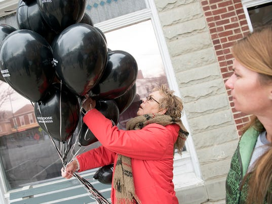 3-cpo-mwd-0300618-black-balloons