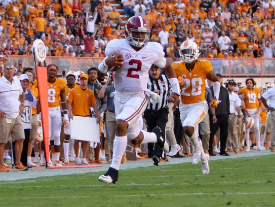 Alabama  quarterback Jalen Hurts (2) runs the ball