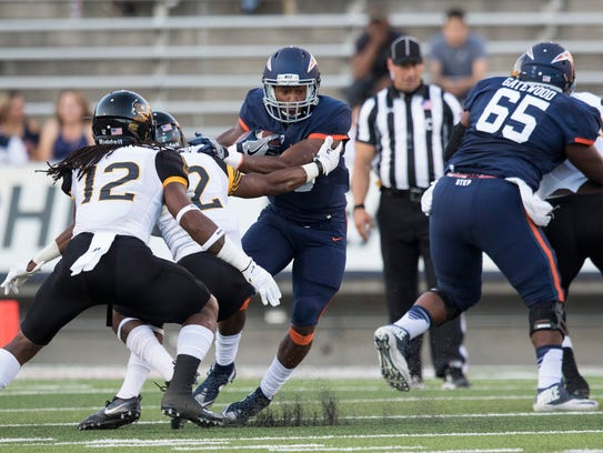 UTEP running back Aaron Jones runs against Southern