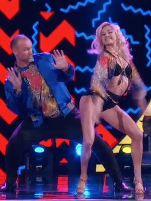 "David Ross kicks it old school on Week 2 of ""Dancing With the Stars"""