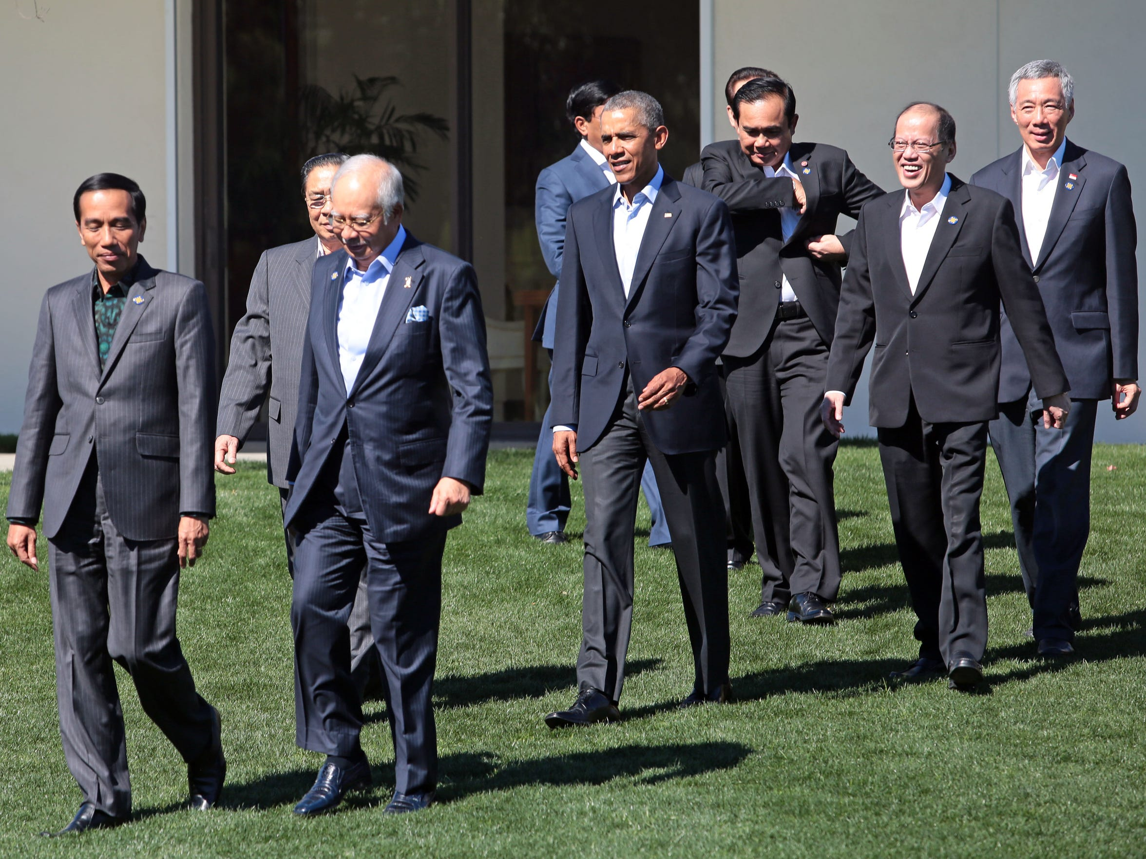 President Barack Obama walks with leaders of ASEAN