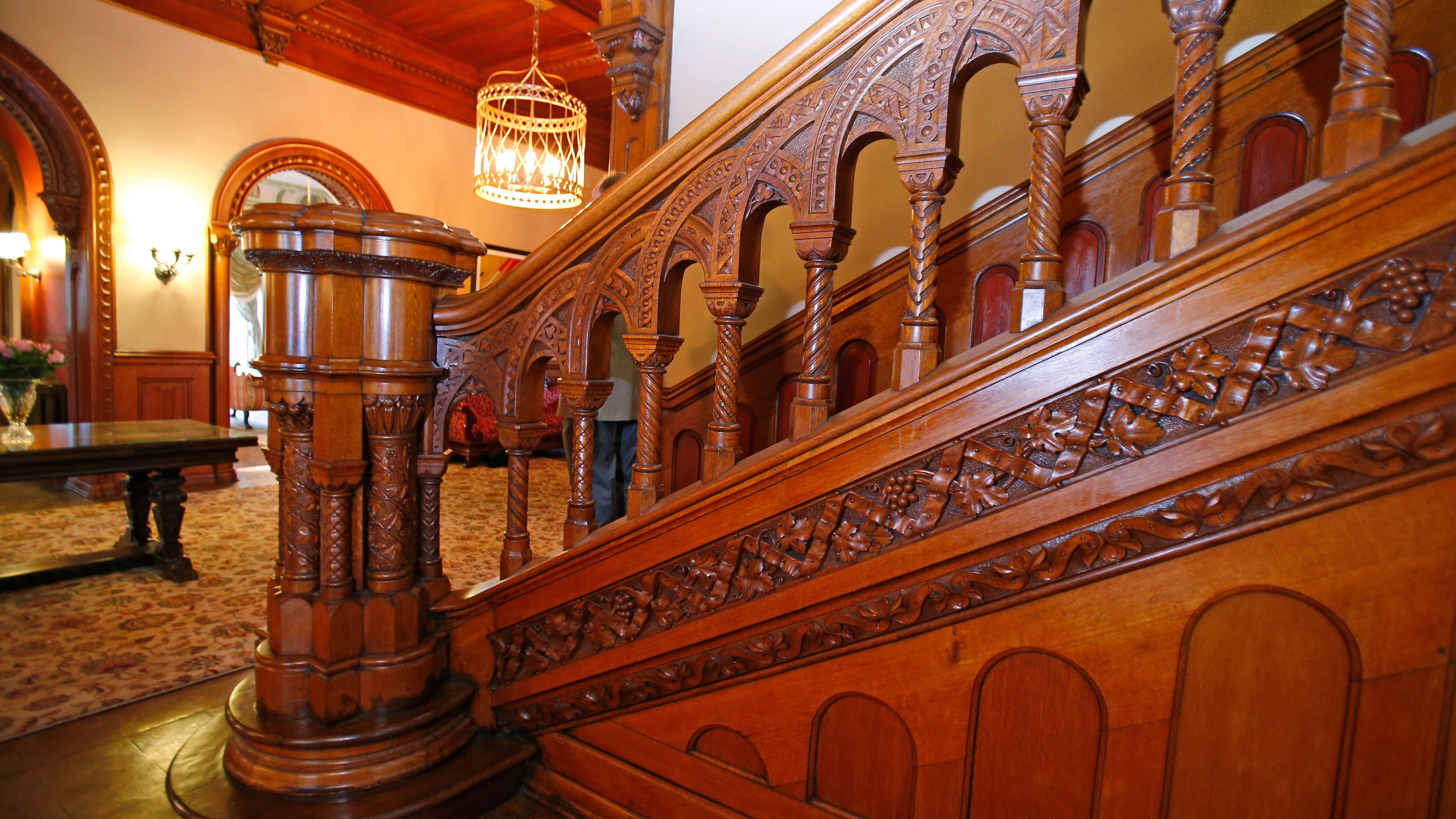 Cool homes probasco mansion in clifton fit for royalty for Features of old houses