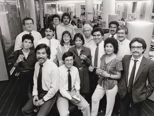 Roberto Gudino y un equipo de periodistas.
